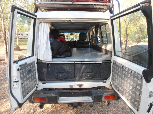 4WD Landcruiser roof tent 3 or 5 seater & 4WD Landcruiser roof tent 3 or 5 seater - Totally 4WD Campers